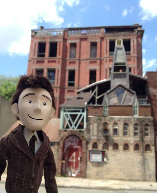 On a lovely Spring day, the Doctor Puppet and I went for a walk through Brooklyn. We came across Broken Angel, an institution of a building in the Clinton Hill neighborhood. Doesn't it look like a place where you'd find a weeping angel?