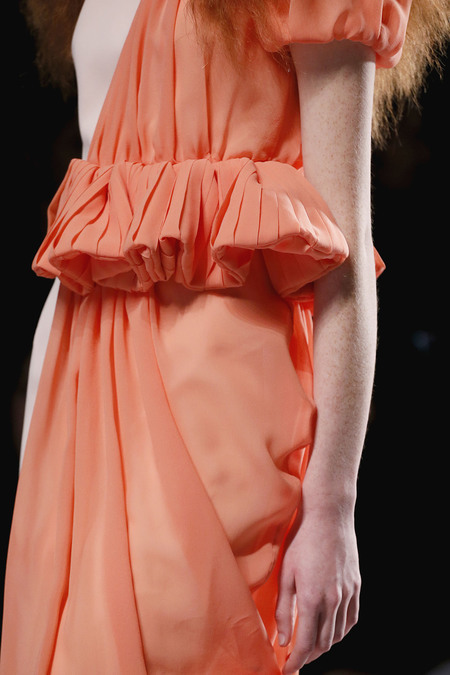 notordinaryfashion:  couture-lumineuse:  Details at Viktor & Rolf S/S 2013 RTW  Beautiful