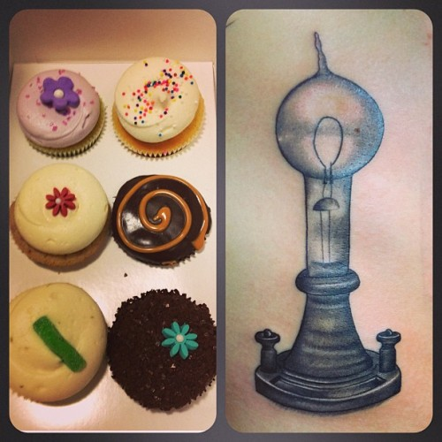 Kristen got a super fun tattoo AND brought me cupcakes! Ya heard? Thanks Kristen! #georgetowncupcake #edisonlightbulb #annielloyd  #threekingstattoo  (at Three Kings Tattoo)