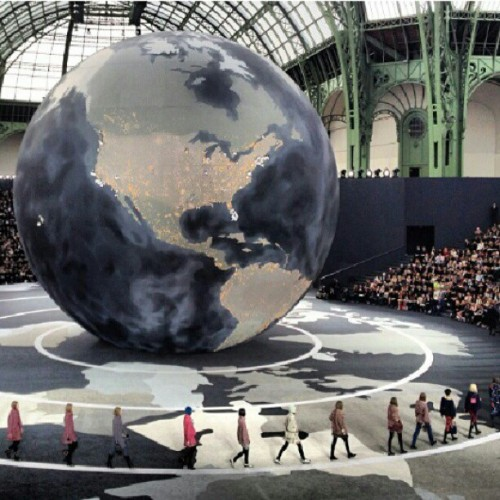 Karl's world. #CHANEL #PFW #Paris