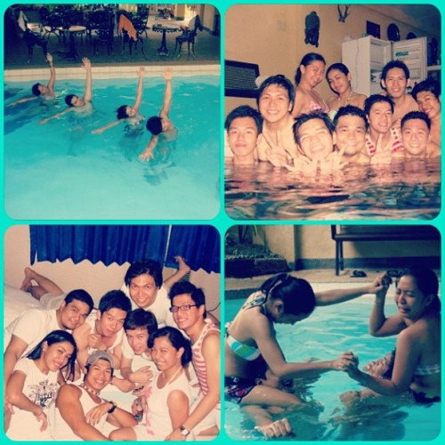 2009 pool party. #sardinasRoom #hangover #emergencyRoom #whiteShirtPlease #friends #happy #memories #throwbackthursday