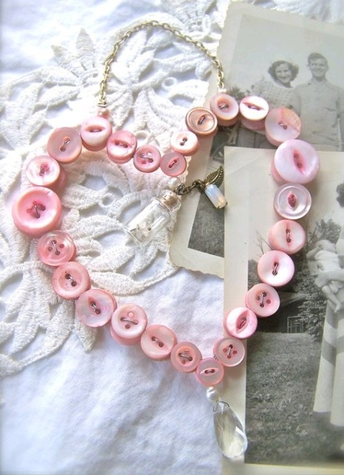 twiningvines:  vintage button hearts, great wedding idea