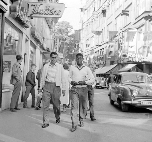 fylatinamericanhistory:  A seventeen year old Pelé in the streets of Sweden before the 1958 FIFA World Cup.  O Rei. The King.