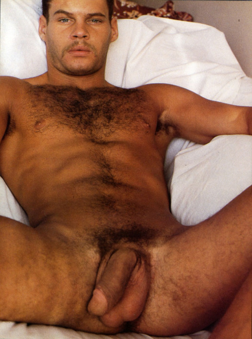 realmenstink:  BRONZE, HAIRY & HUNG !!!