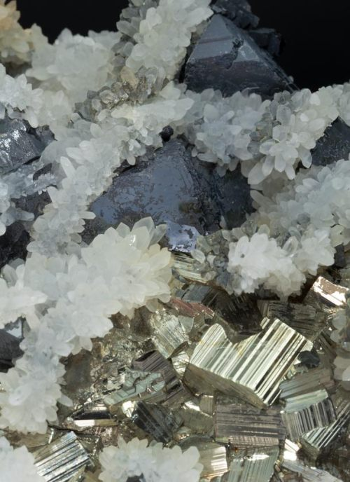 eocene:  Sphalerite w/ Pyrite and Quartz