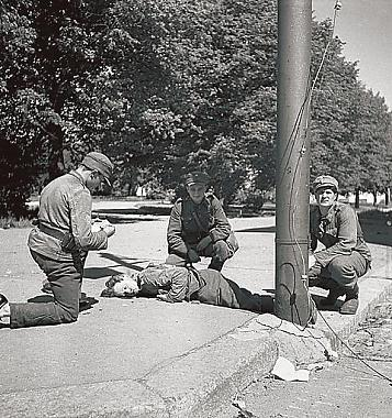 Medics give first aid to a soldier wounded in the battle for Vyborg in June 1944, as the Finns retreated from the Karelian Isthmus in the face of a huge Soviet artillery barrage and advance.Date 1939-44[[source]]
