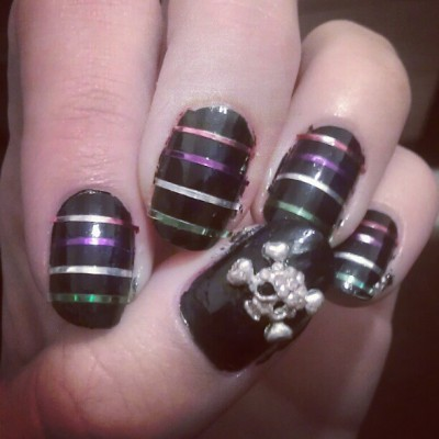 Stripey skull nails