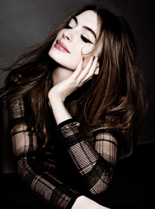 aysunshinetm:  bohemea:  Anne Hathaway  She is so beautiful!