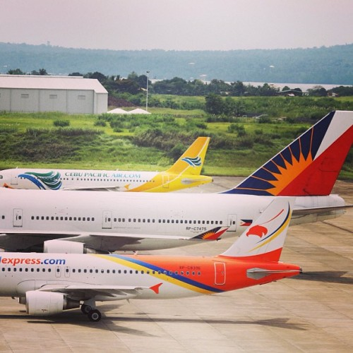 Airbus 320 versus Boeing 747-400. #aviation #philippines #photography #planes #davao #instaphoto