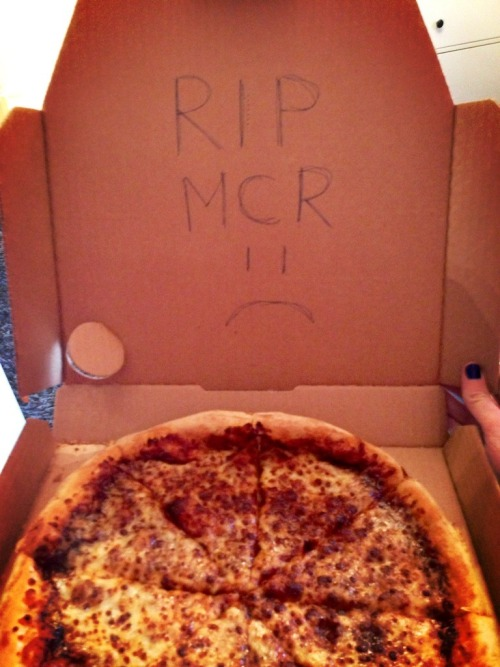 jealousmindsthinkalike:  Dominos actually wrote it, omfg