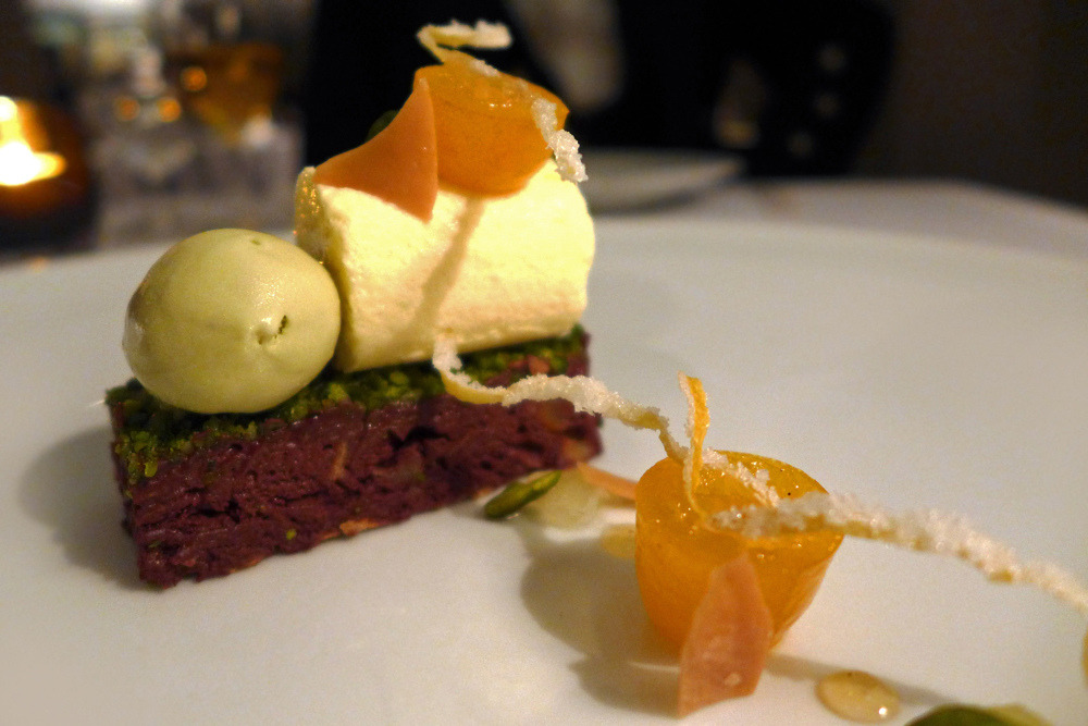 Dark chocolate , Kumquat , Pistachio , Bergamot. (by sped98)