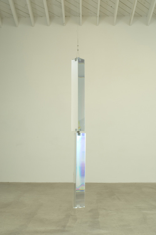 lafilleblanc:    Roger Hiorns Untitled, 2007 Lithium glass, steroids, hardware