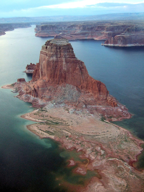 mystic-revelations:  Lac Powell By Darkbisounours