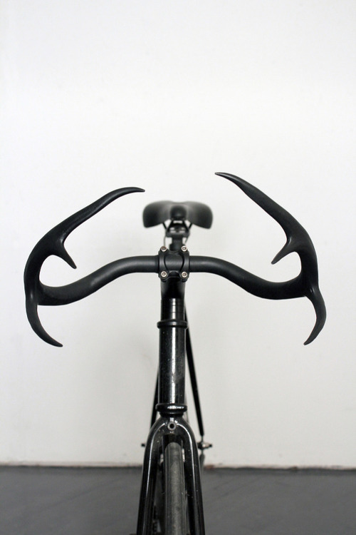 craigtommola:  redeyednblue:  Super rad antler handlebars by designer Taylor Simpson  Ride on.