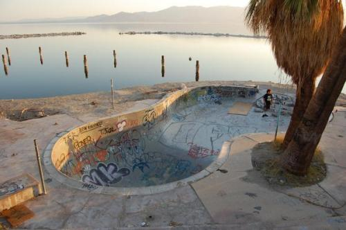 cashinginxxx:  Salton Sea Pool - RIP Taken May 2009