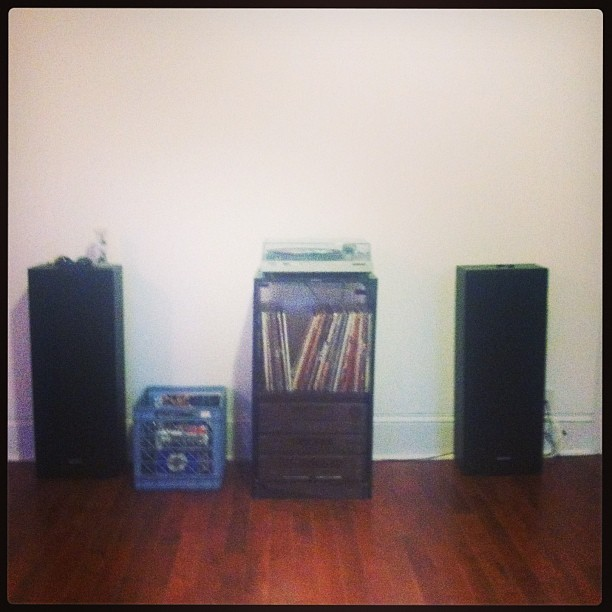 The first thing I moved in to the new apartment. #vinyl