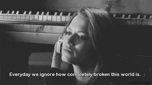 iwontgiveupforeverandever:  (3) black and white gif | Tumblr on We Heart It. http://weheartit.com/entry/60663970/via/Thelittleicemonster