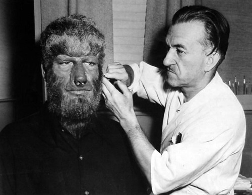 Makeup artist Jack Pierce gets Lon Chaney Jr. ready for a day´s shooting on House of Dracula