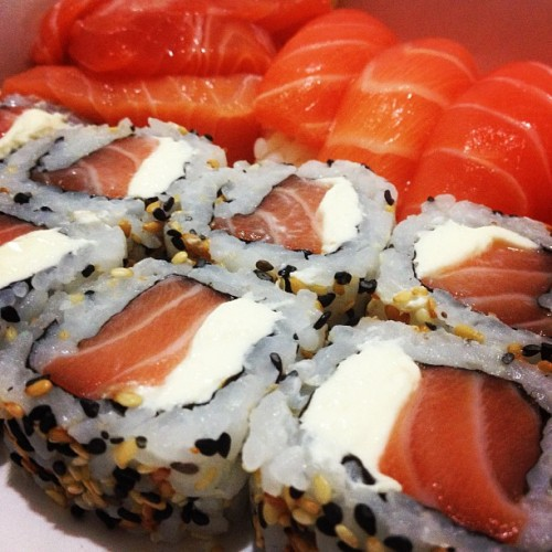 #365comidas, dia 44. Sushi Uramaki Filadelfia do Kimitachi Delivery. (em Kimitachi)