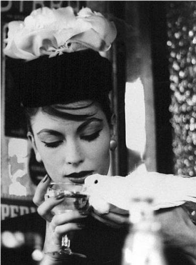 indypendent-thinking:  Cocktails, anyone?  William Klein, Vogue, 1958