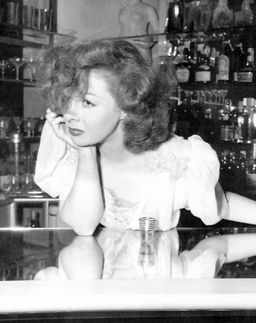 marthaivers:   Susan Hayward at a bar, 1940's