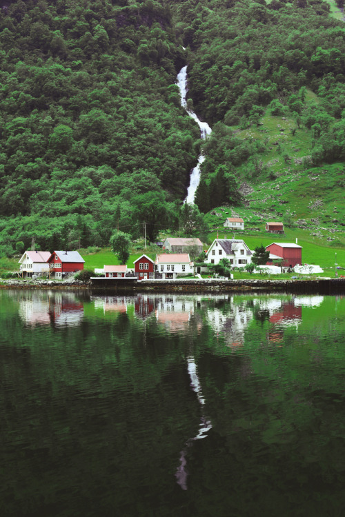 travelingcolors:  Norwegian Fjords (by Daria Svertilova)