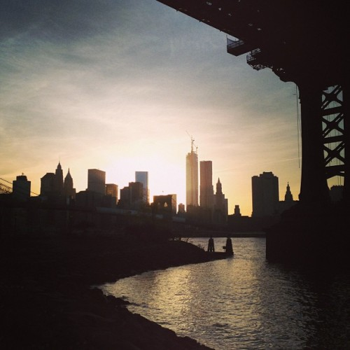Beautiful sunset over Manhattan #dumbo (at Brooklyn Bridge Park)
