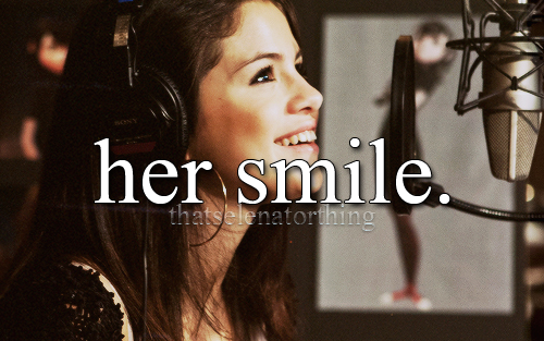 thatselenatorthing:  her smile is so adorable. :3