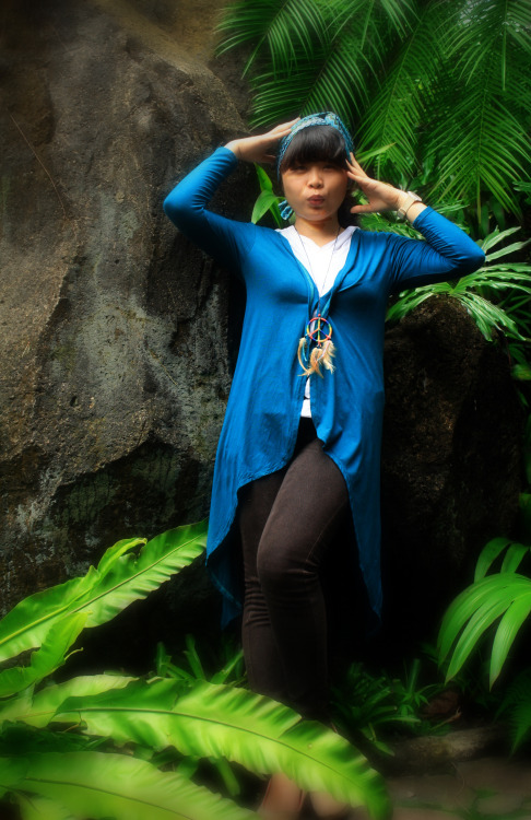 model: grace aka gege / camera: canon 1000d / location: bogor botanical garden another classmate at collage. she is really close to nikita. we got same theme for our bachelor thesis research, so we used to gave each other info and she help me alot. she also has a few 'brondong' fans hihi :)