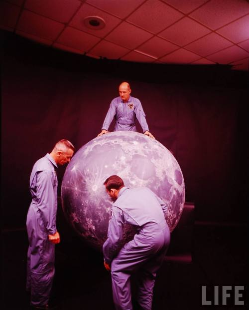 """Ah can lift the moon by myself! This is so easy! That Atlas feller sure was a whiner. Heh heh heh."""