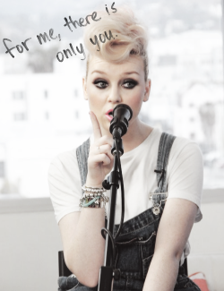 50tonsdeumavingativa:  perrie. | via Tumblr no We Heart It. http://weheartit.com/entry/58989467/via/sm0keswag