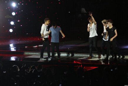 direct-news:  The boys on stage last night in Verona (May 19)