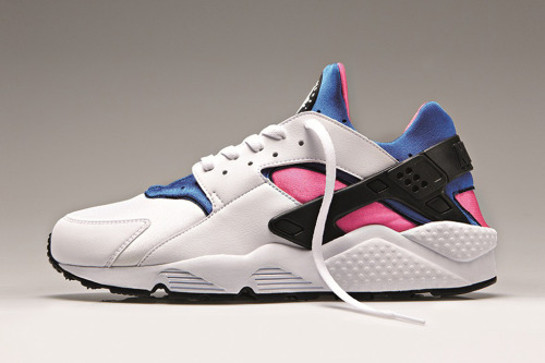 Nike Air Huarache OG I know probably most of you have heard, but who's excited about the released of the Air Huarache OG pack? These right here are a shoe close to my heart, silhouette and colourway. Nike are releasing them with the original midsole and outsole. Originally released in 1991 and designed by Tinker Hatfield with inspirations from the  Native American sandals. Set to drop this Friday 22nd from several retailers including Size?, Hanon Shop and Well Gosh.