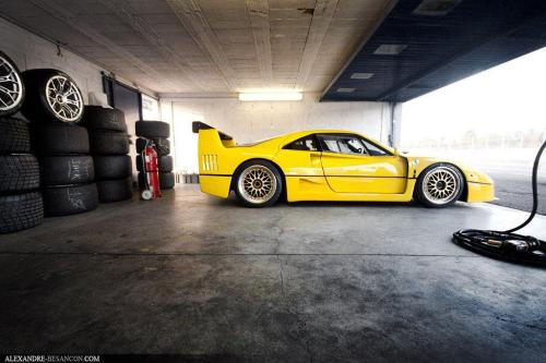 topmotors:  Ferrari F40 ready for the track! Photo by Dirk A. Photography