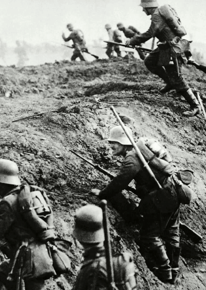 itsjohnsen:  German troops rise over the trenches on the Western Front. Spring, 1918. Unattributed