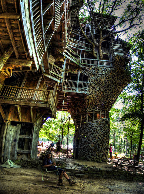 brutalgeneration:  Minister's Treehouse, Crossville, TN by Chuck Sutherland on Flickr.   This is beautiful.