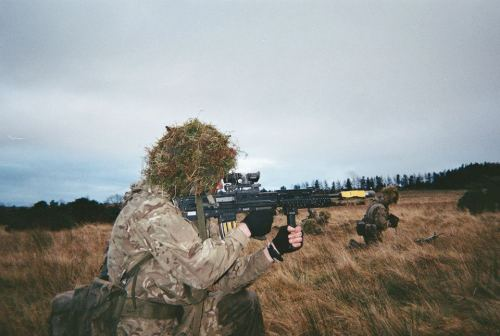 pro-patria-mori:  British Army infantry from 1st Battalion The Rifles on a training exercise in December 2012.