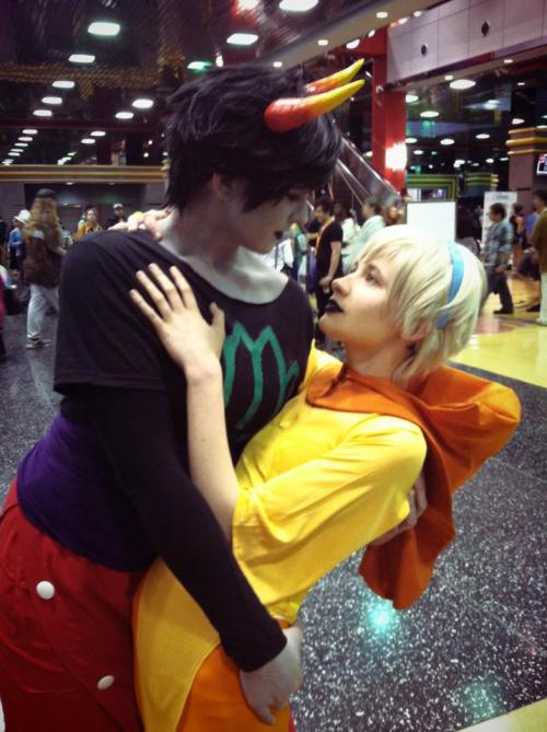 nuck-n-futs:   Rosemary happened this weekend at Acen 2013 and it was the best thing. We even kissed at the Homestuck photoshoot on Friday. Kanaya:  nuck-n-futs Rose:  dipshiit
