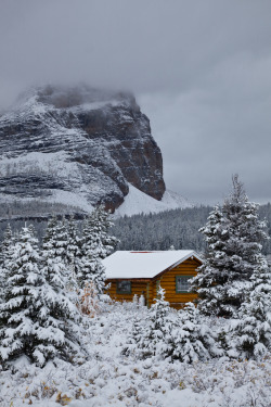 theoceanrolls:  Cabin of Mount Assiniboine Lodge after Snowfall (by Lee Rentz)