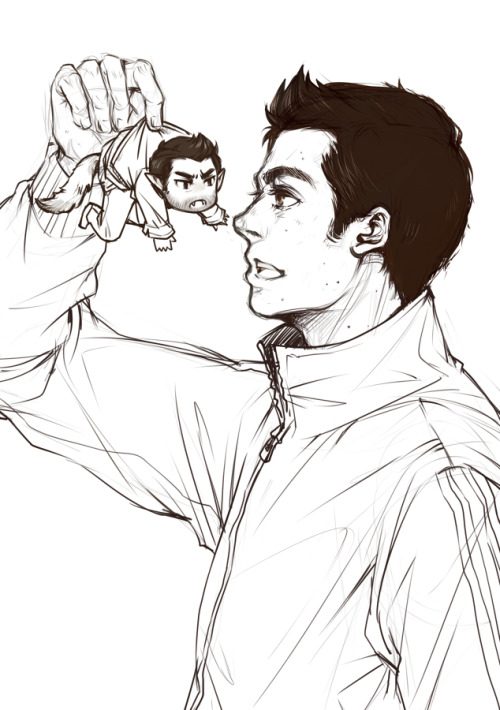 xiaopa25:   I'm trying to draw Stiles with the hairstyle in Season3,  Maybe a witch or something cursed Derek and made him so tiny…     SO LONG I HAVE PINED FOR TINY!ANGRY!DEREK! SO LONG!