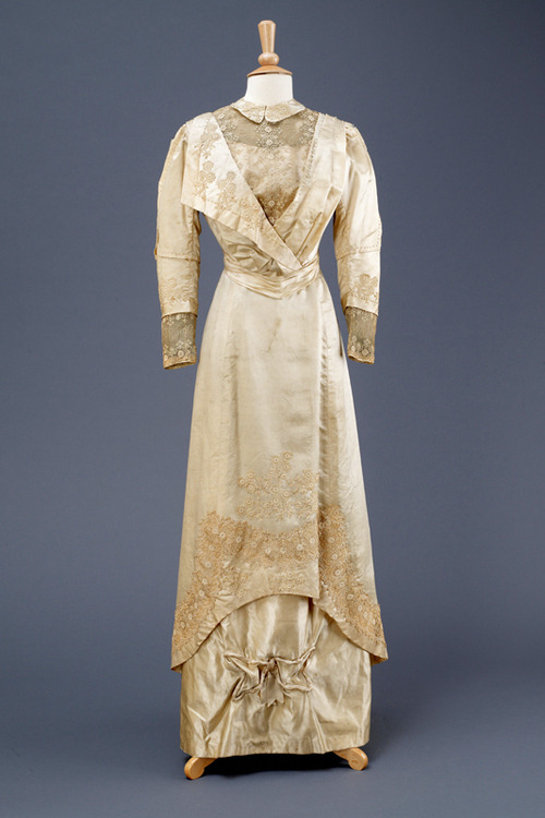 Wedding dress, 1911 From the Hull Museums