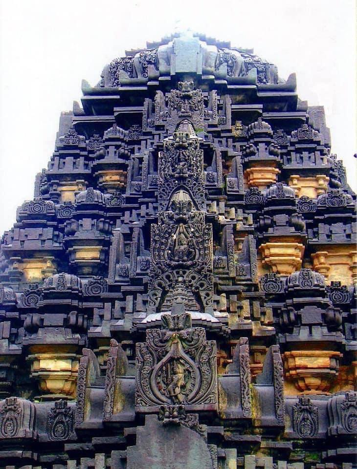 Ancient Hindu temple in Ballagavi, India built in the 11th century. via /r/ArchitecturePorn https://www.reddit.com/r/ArchitecturePorn/comments/kz21kv/ancient_hindu_temple_in_ballagavi_india_built_in/?utm_source=ifttt #architecture#aesthetic