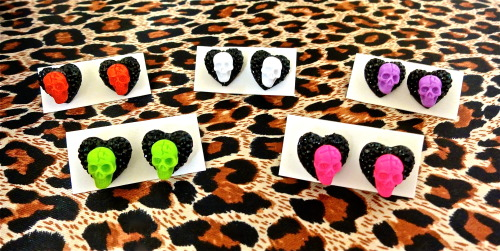 Psycho Love Skulls and Hearts Earrings * Available in 5 colors: Psycho Pink, Gorey Green, Putrid Purple, Raging Red, and Wicked White http://punkupbettie.bigcartel.com/ https://www.etsy.com/shop/PunkUpBettie