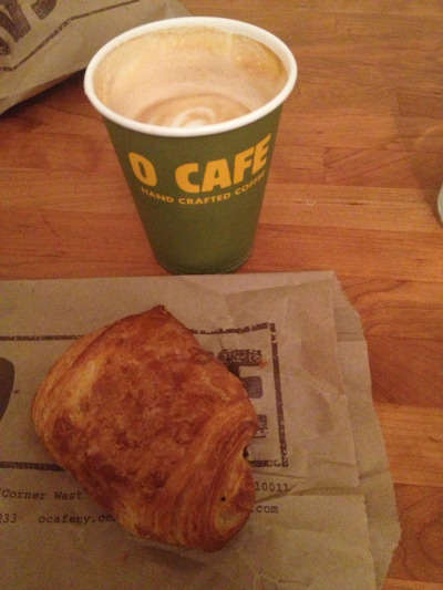 Breakfast of Champions. Pain au chocolat et un latte.