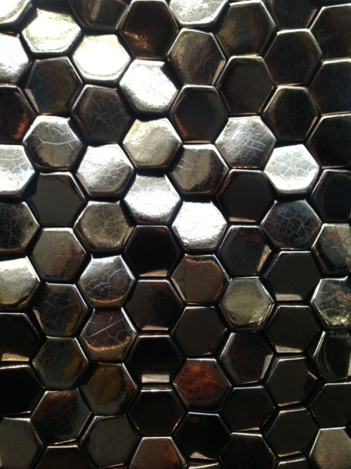(vía Surface Design Show 2013, London. Metallics were … | Twigg Project)
