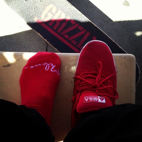 "It's a @melowe2012 Sunday, ""Red Everything"" #skate #skatela #skatelife #melowe #socks #grizzlygang #mijo #axion #axionfootwear"
