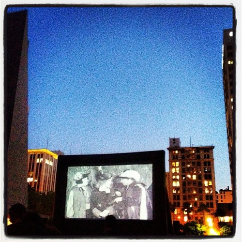 #movienightinthepark #park in the #city #dtla #pershingsquare #movienight #black&white #fridaynightflicks #datenight #fun #downtownla  (at Pershing Square)