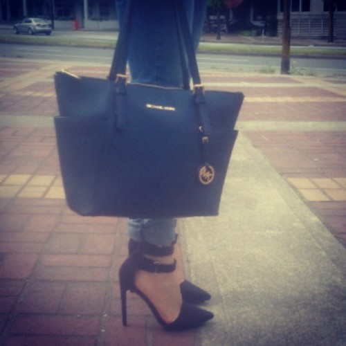 todays bag and heels #shoes #Heels #MK #MichaelKors #Soundofsweetlullabies #Outfit #Details #Bag #NastyGal #ShoeCult #Style #fashion #whatiwore