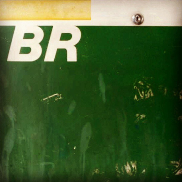 #type #typography #typevstime #br #brazil #petrobras #gaspump #gasstation #gasoline #gas #green #yellow #vintage #retro #derelict #decay