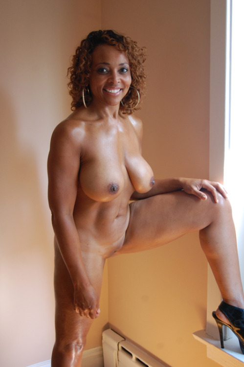 recently-divorced-milfs:  Do you guys like my new picture? Wanna hook up? Click Here